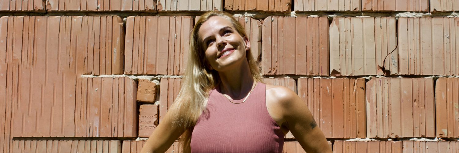 Teija Promberger, online personal trainer and health & fitness coach.