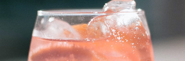 Pink grapefruit juice & tonic with ice