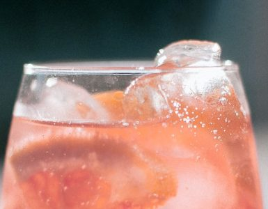 Pink grapefruit juice & tonic with ice